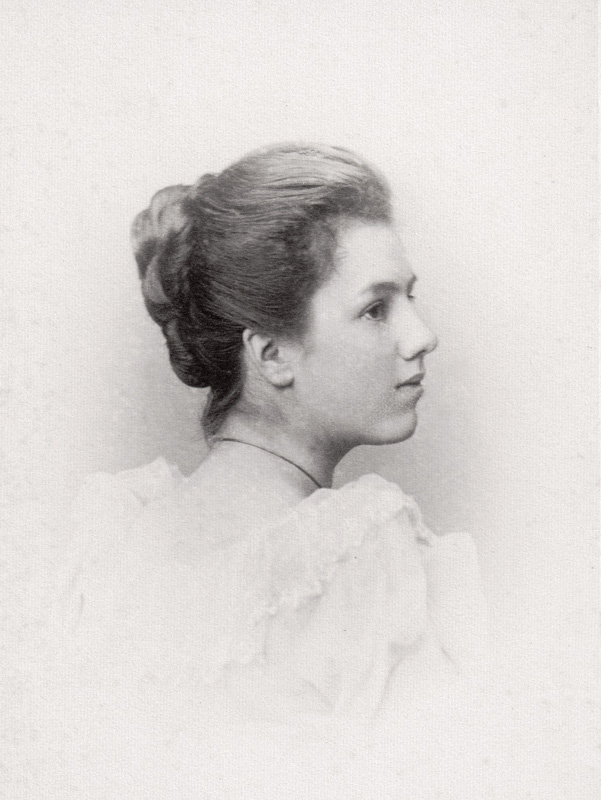 Eleanor Foster Simpson, 1892. Copyright and acknowledgement to Mrs Harriet Spence.